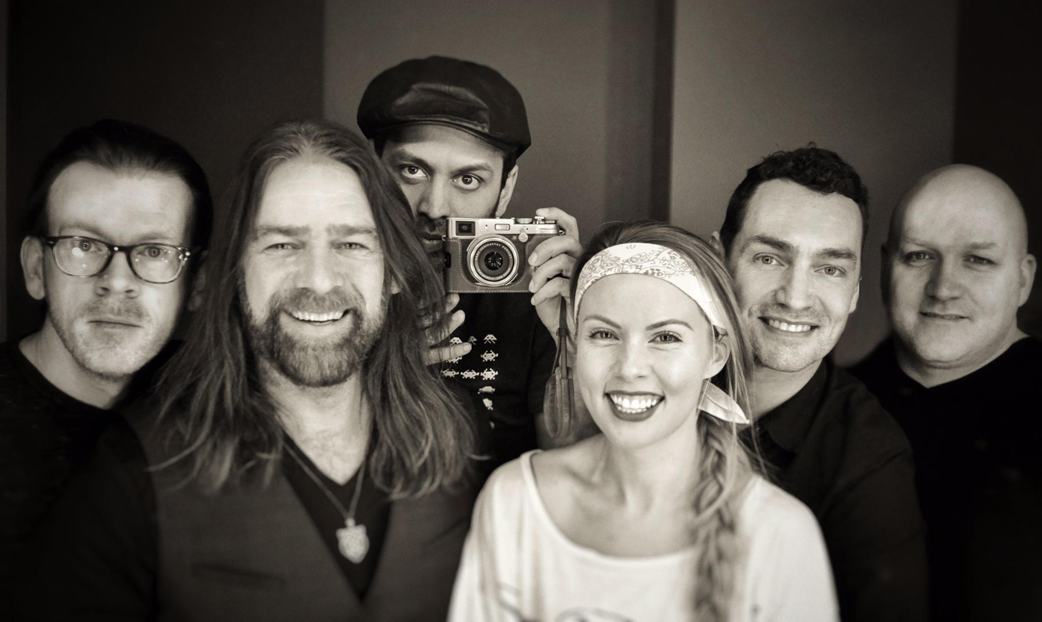 Alan Doyle & the Beautiful Gypsies - Photo Sonic Entertainment Group